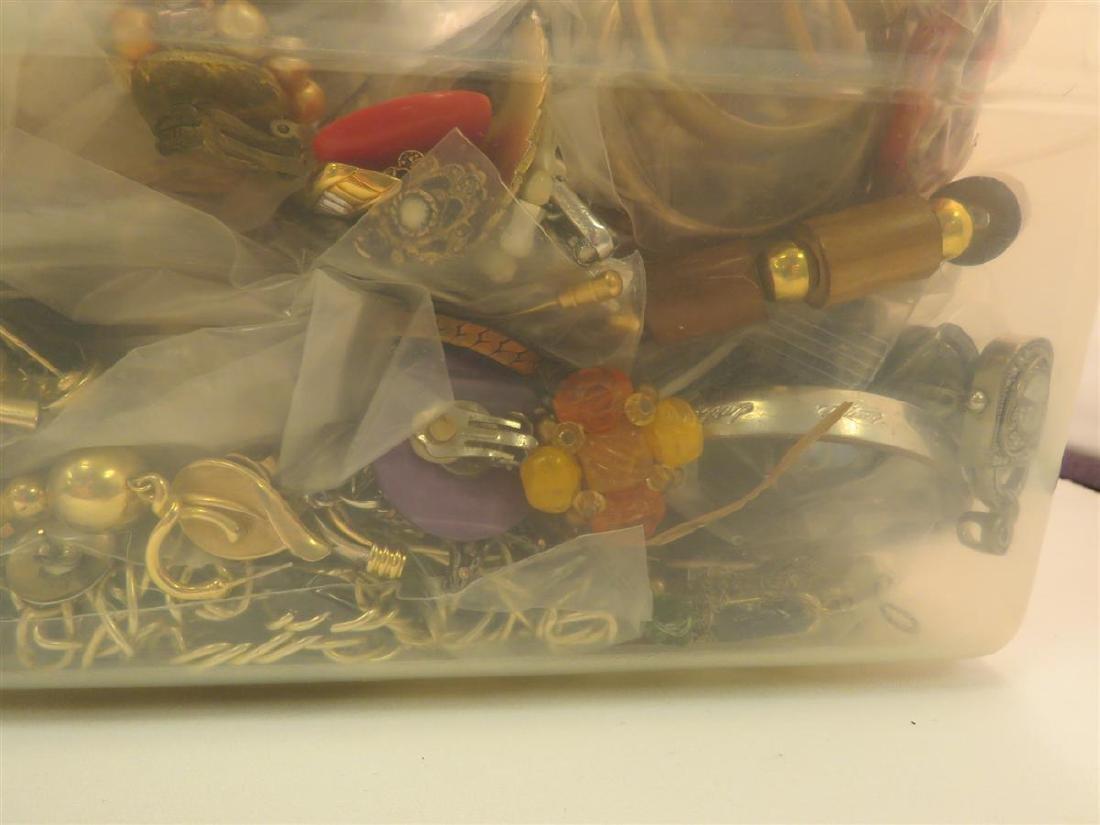 TWENTY LBS OF ASSORTED COSTUME JEWELRY BOX LOT - 4