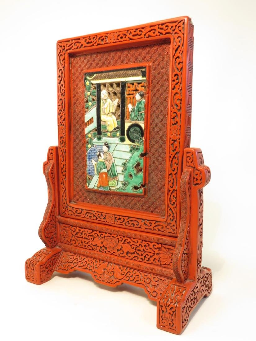 CHINESE QING CINNABAR & FAMILLE VERTE TABLE SCREEN