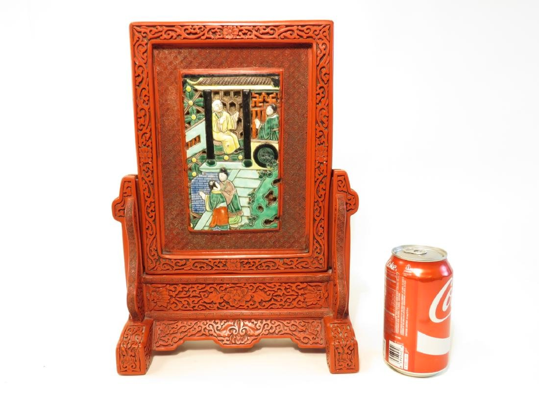 CHINESE QING CINNABAR & FAMILLE VERTE TABLE SCREEN - 4