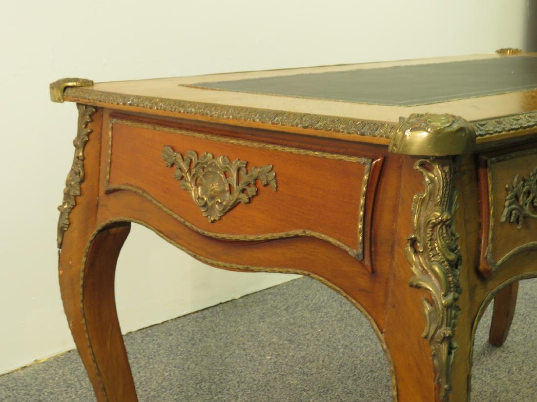 FRENCH LOUIS XV STYLE LEATHER TOP DESK - 6