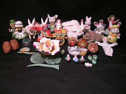 BOX ASSORTED COLLECTIBLE FIGURINES