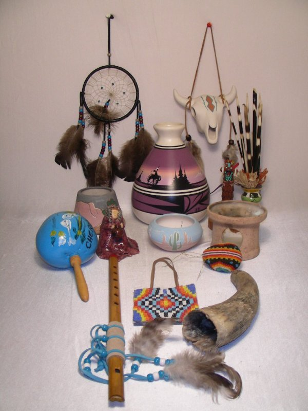 20: GROUP ASSORTED NATIVE AMERICAN DECORATIVE ITEMS