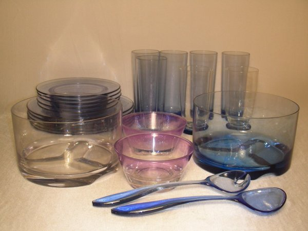 21: GROUP ASSORTED PLASTIC WARES
