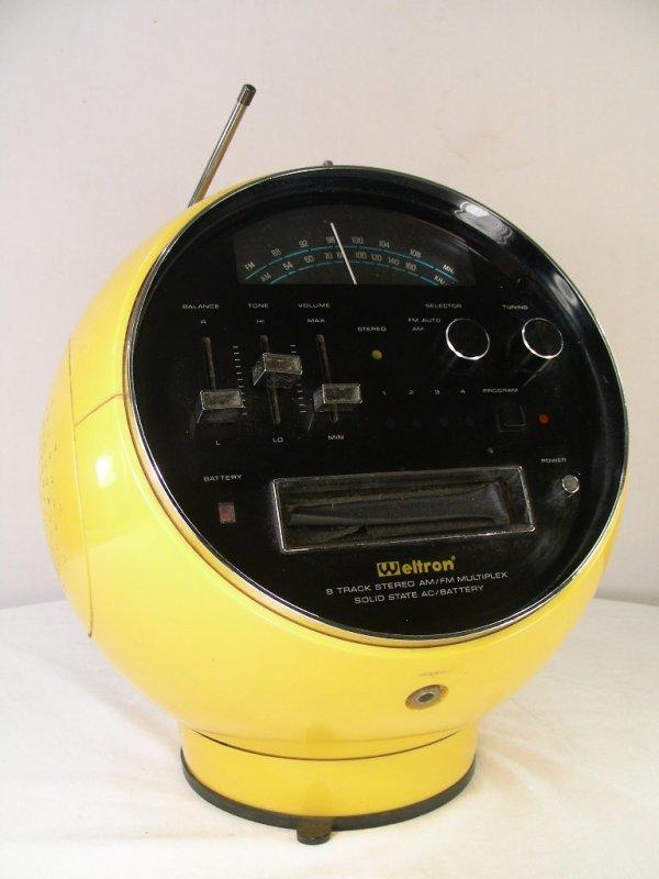 1005: WELTRON 2001 SPACE HELMET RADIO STEREO 8 TRACK