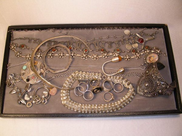 1023: GROUP OF STERLING SILVER NECKLACES, RINGS, BRACEL