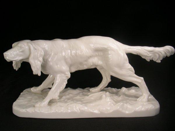 1170: WHITE PORCELAIN STATUE OF HUNTING DOG