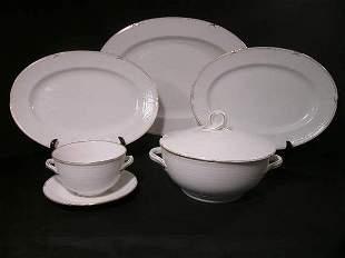 RORFRND PORCELAIN WHITE GILT TRIM DINNERWARE 5 PCS