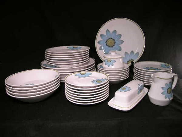 896: 45 PC NORITAKE UP-SA DAISY CHINA DINNER WARE DAISY