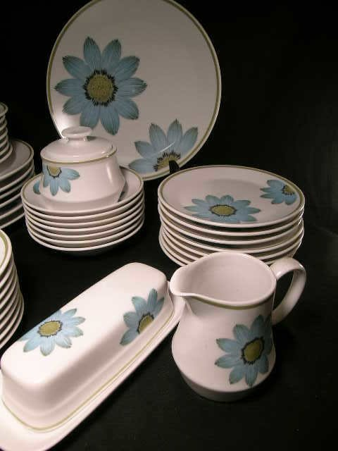 896: 45 PC NORITAKE UP-SA DAISY CHINA DINNER WARE DAISY - 2