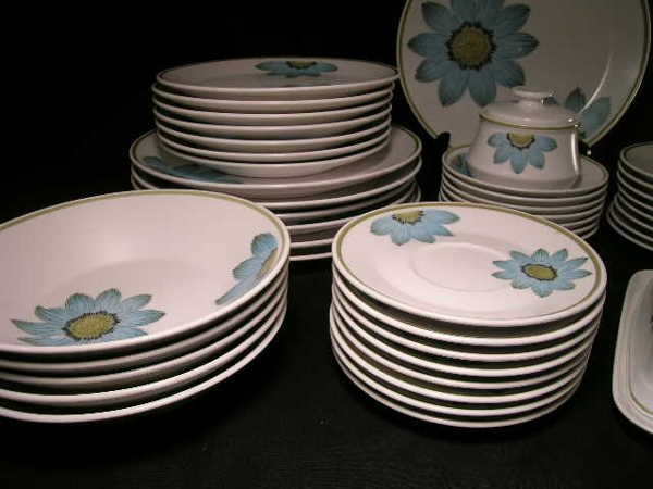 896: 45 PC NORITAKE UP-SA DAISY CHINA DINNER WARE DAISY - 3