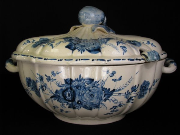 18: ITALIAN BLUE & WHITE HAND PAINTED FAIENCE TUREEN