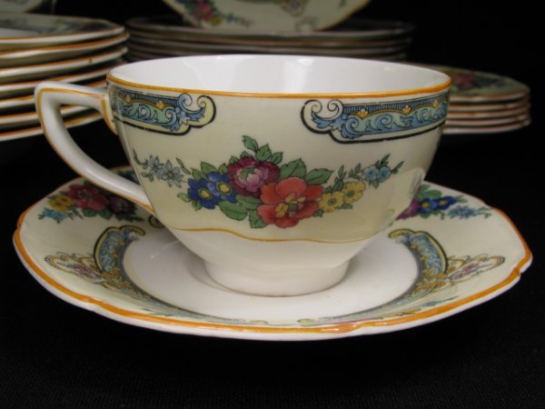 23: CROWN DUCAL WARE CHINA REGD # 72944 49 PIECES - 4