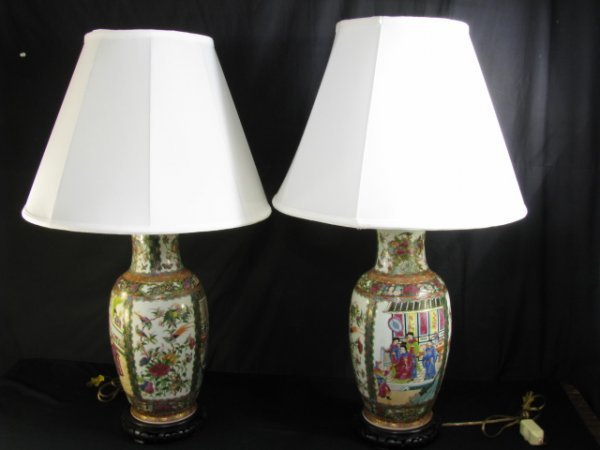 113: PAIR CHINESE ROSE MEDALLION PORCELAIN LAMPS