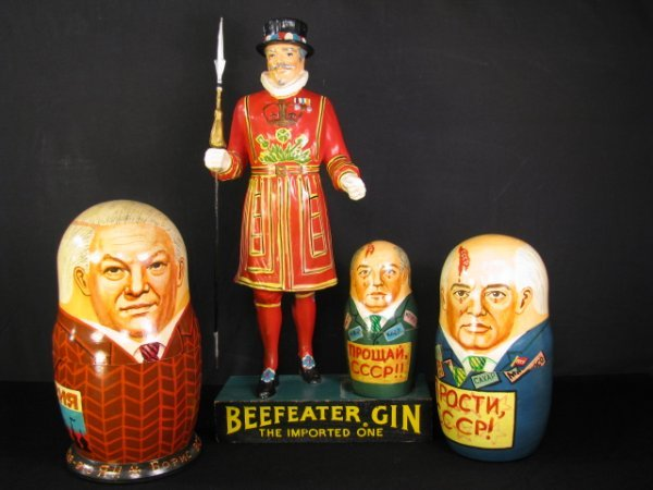 707: USSR RUSSIAN NESTING DOLLS BEEFEATER GIN DISPLAY