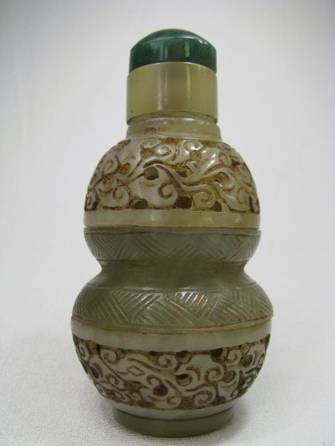 811: CHINESE RETICULATED JADE SNUFF BOTTLE
