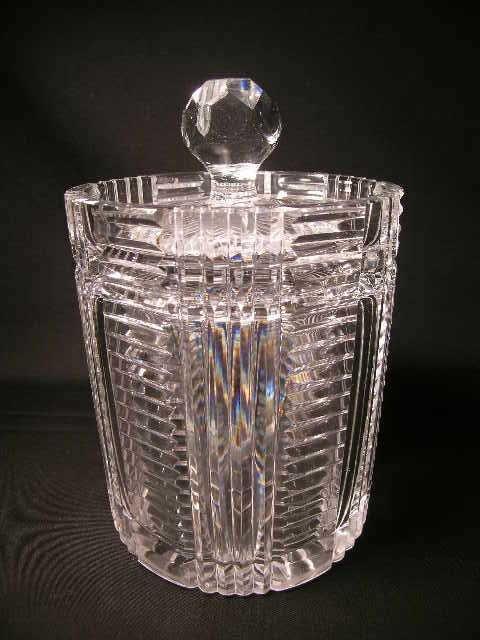 11: CUT CRYSTAL GLASS LIDDED ICE BUCKET