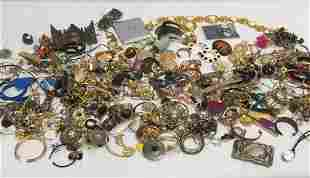 LARGE LOT ASSORTED LADIES COSTUME JEWELRY & PARTS