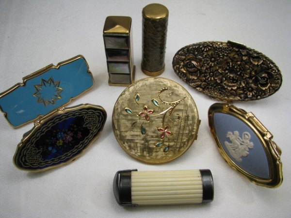 20: EIGHT VINTAGE COLLECTIBLE COMPACT LIPSTICK CASES