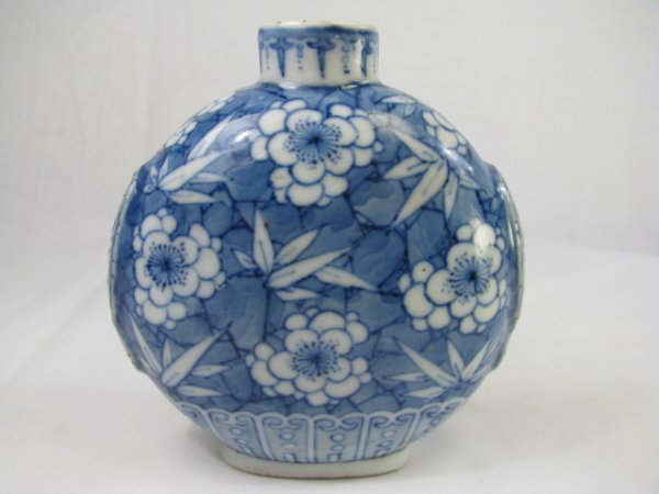 307: LARGE 19TH CENTURY CHINESE PORCELAIN SNUFF BOTTLE