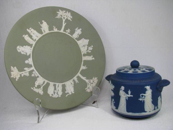 312: WEDGWOOD JASPERWARE COBALT SUGAR & GREEN PLATE 2pc