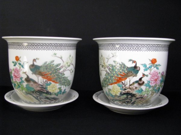 323: PAIR CHINESE HAND PAINTED CACHE POT