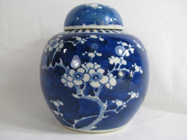 324: BLUE & WHITE FLORAL PORCELAIN GINGER JAR W/ LID