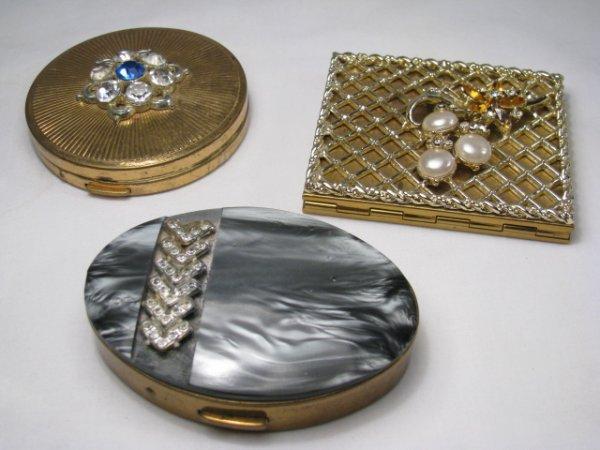 667: 3 VINTAGE GOLD TONE COMPACTS W/RHINESTONE & GLASS