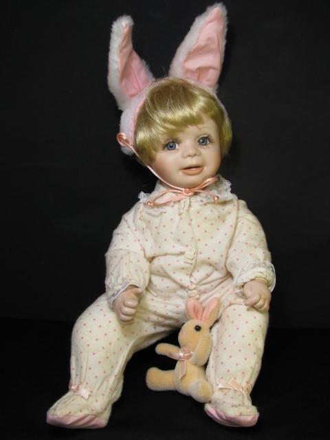 """17: 1989 TERRI DE HETRE BABY BUNTING DOLL """"HONEY"""""""