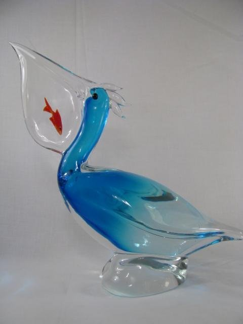 241: LG ART GLASS BLUE PELICAN W/ ORANGE FISH IN MOUTH