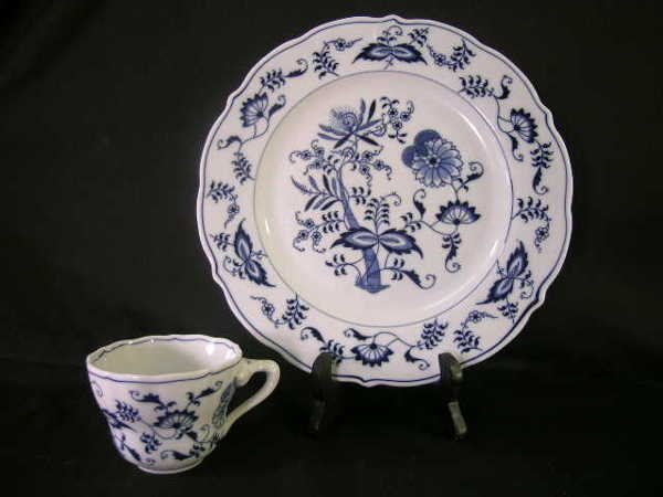 516: BLUE DANUBE BLUE WHITE PORCELAIN PLATE CUP