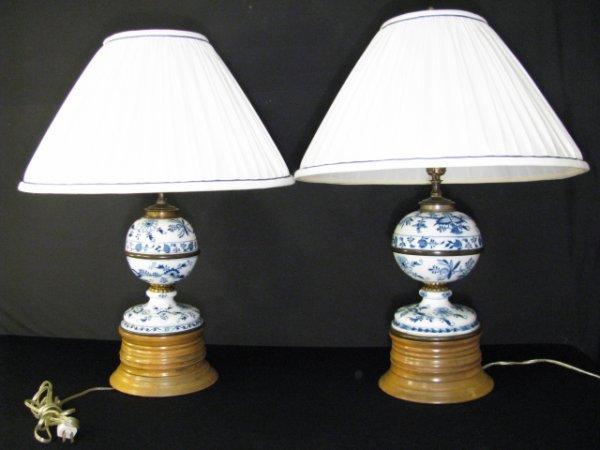 369: PAIR MEISSEN BLUE ONION PORCELAIN TABLE LAMPS