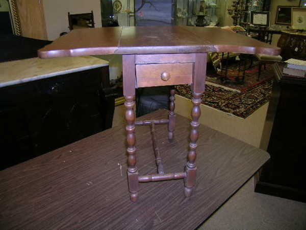 23: SMALL ANTIQUE DROP LEAF SIDE TABLE 1 DRAWER
