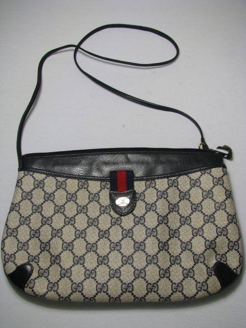 16: GUCCI ACCESSORY COLLECTION CLUTCH BAG w/ STRAP