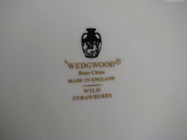 437: WEDGWOOD BONE CHINA WILD STRAWBERRY DINNERWARE 90p - 10
