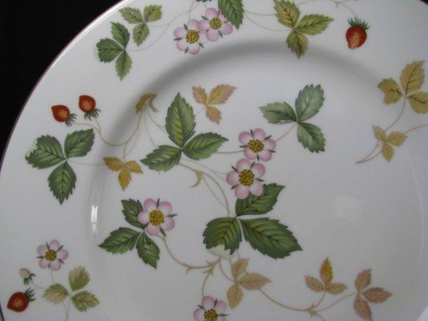 437: WEDGWOOD BONE CHINA WILD STRAWBERRY DINNERWARE 90p - 8