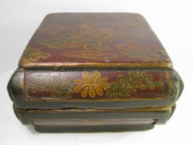 900: LG 19TH CENTURY CHINESE PAINTED WOOD BOX