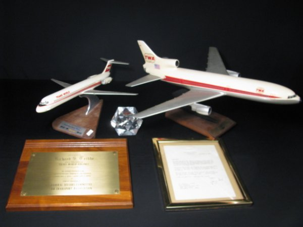 901: TWA MEMORABILIA AIRPLANE MODELS PAPERWEIGHT ETC
