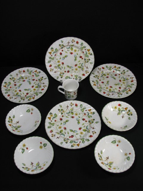1199: JAMES KENT OLD FOLEY STRAWBERRY DINNERWARE 9 PCS