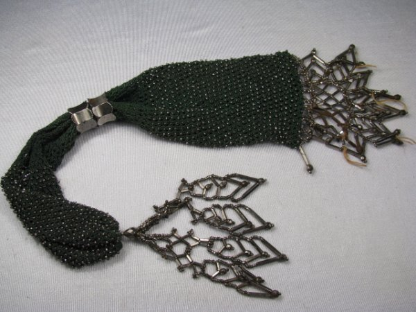 9: ANTIQUE UNUSUAL BEADED AND MESH PURSE