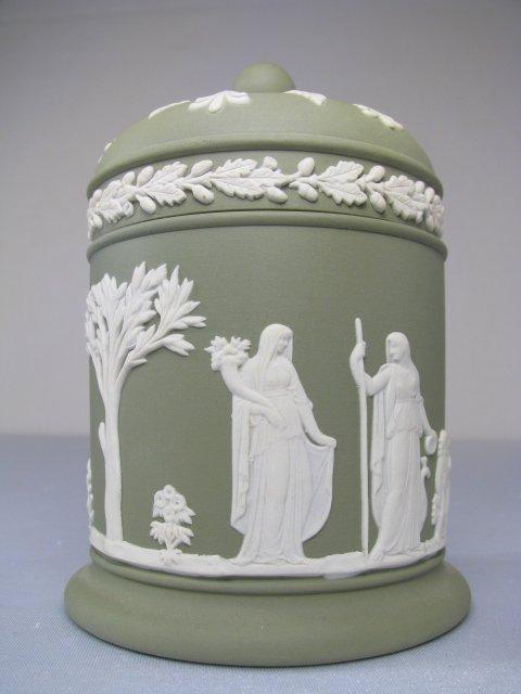 10: WEDGWOOD GREEN JASPER WARE COVERED JAR