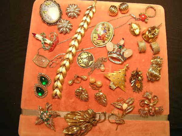 926: GROUP ASSORTED COSTUME JEWELRY PANETTA CINER ETC