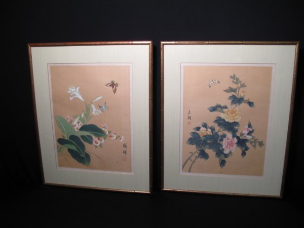 24: TWO CHINESE GOUACHE PAINTINGS ON SILK BUTTERFLIES
