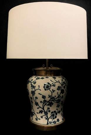 VINTAGE BLUE & WHITE PORCELAIN TABLE LAMP