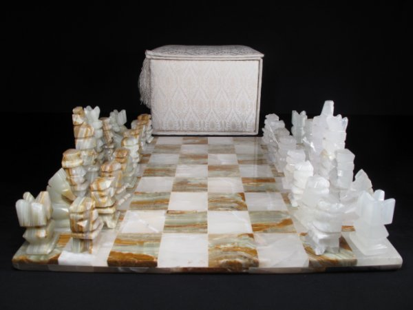 4: MEXICAN ONYX CHESS BOARD AND PIECES (SET)