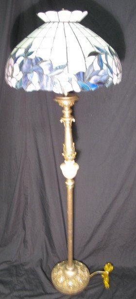 18: STANDARD FLOOR LAMP WITH STAINED GLASS SHADE