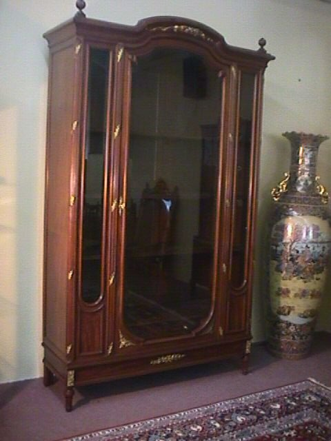260: LATE 19th C LOUIS XV STYLE CHINA CABINET