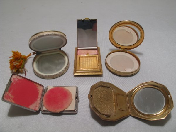 121: FIVE VINTAGE LADIES COMPACTS ENAMELED INSERTS