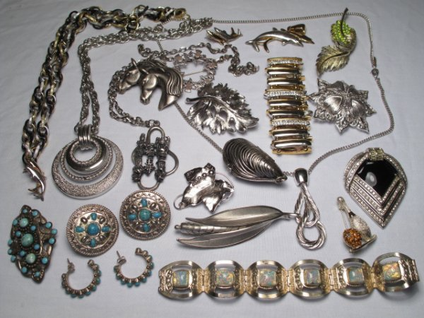 13: TWENTY PCS. VINTAGE & OTHER COSTUME JEWELRY MONET