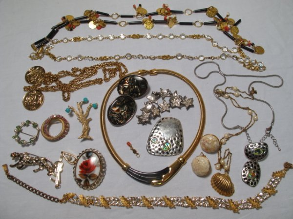 22: FIFTEEN PIECES VINTAGE & OTHER COSTUME JEWELRY