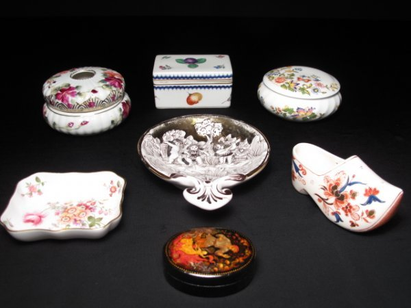 24: SEVEN ASSORTED PORCELAIN TABLE ORNAMENTS DERBY